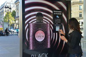 street marketing Black Opium - street diffusion