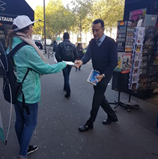 Distribution flyers Cdiscount mobile - street diffusion